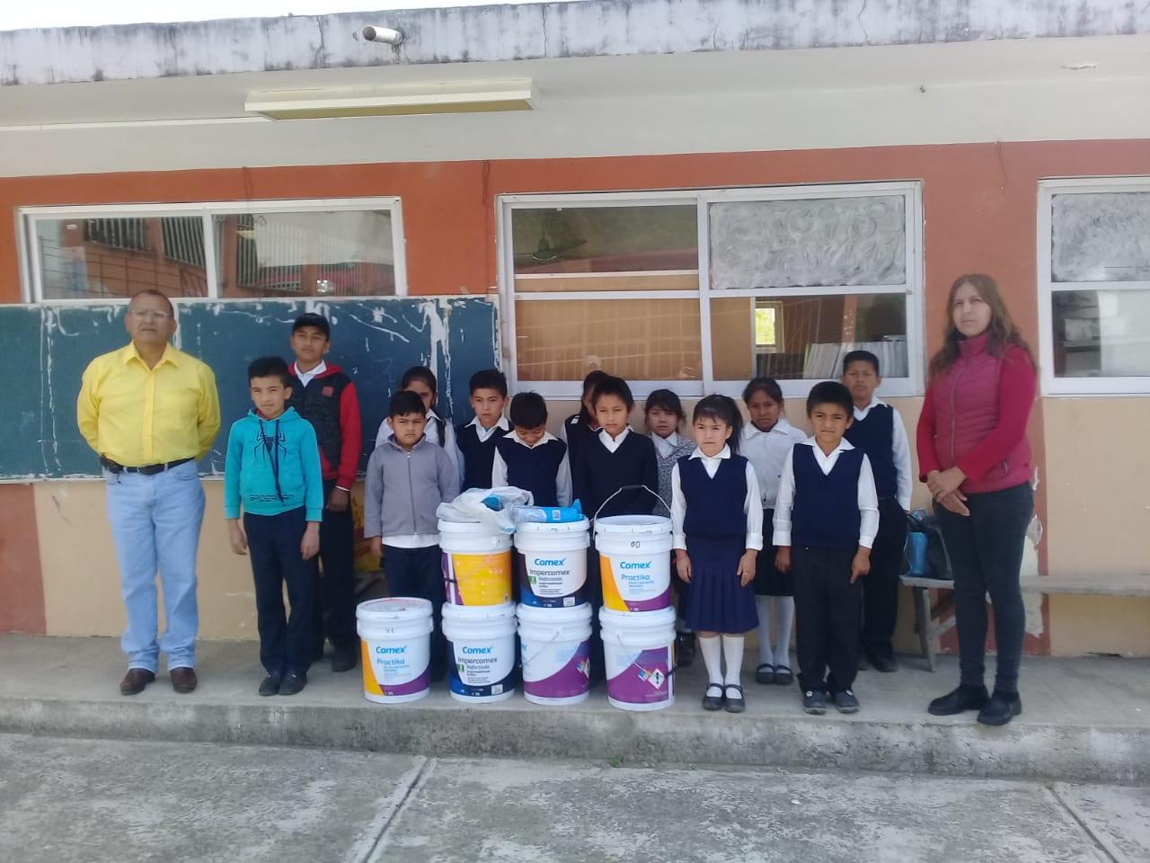 Entrega de Pintura e Impermeabilizante a la Escuela Primaria de la Loc Carboneras